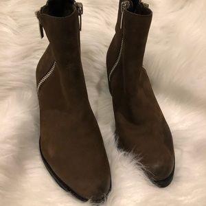 Vince Camuto Imala zip bootie size 81/2 medium
